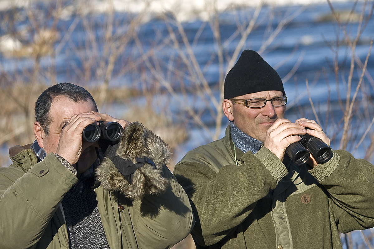 Bordignon e Franco Lorenzini al censimento degli uccelli acquatici (IWC) lungo il Sesia il 15 gennaio 2010. (Foto: Leonardo Arca)
